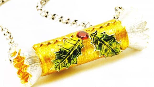 Christmas Cracker Pendant Tutorial by Julia Rai